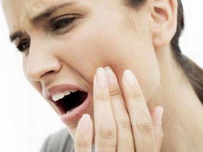Острая зубная боль: что делать в домашних условиях