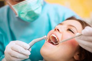 Стоматологические услуги: кто выполняет